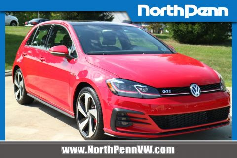 Pre-Owned 2018 Volkswagen Golf GTI SE